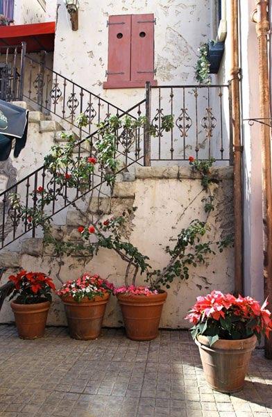 Fotonr 10935 - Huis met trap ...